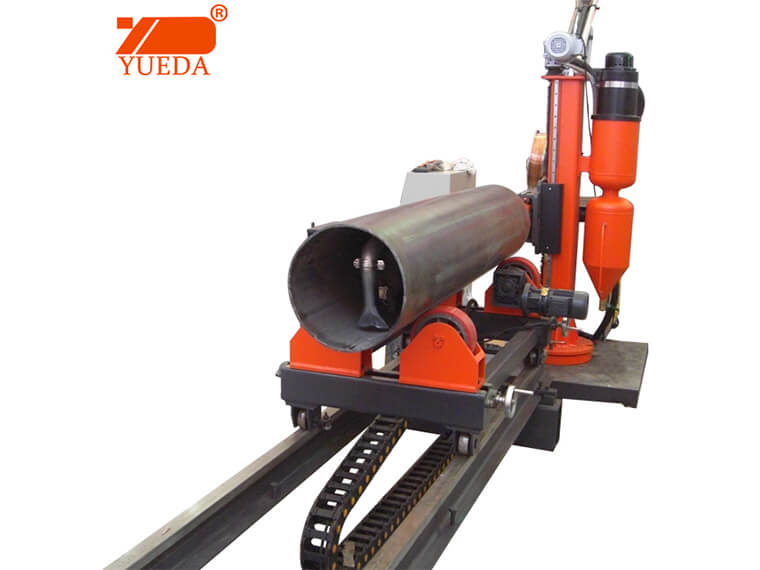Pipe roller cladding welding machine